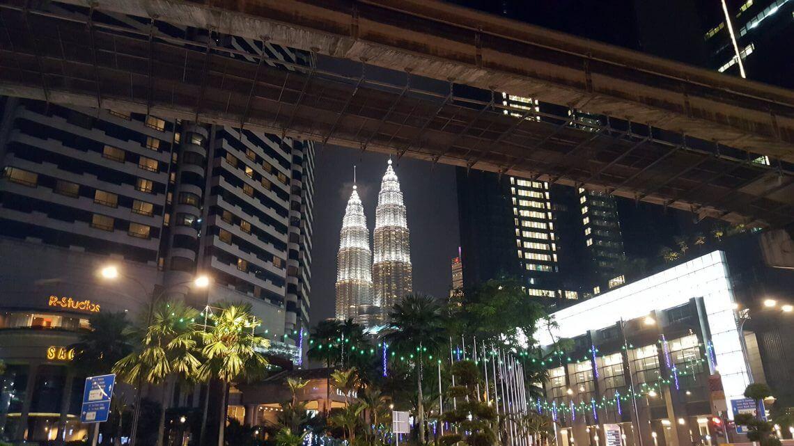 Las Torres Petronas desde Bukit Nanas, Kuala Lumpur, Malasia.